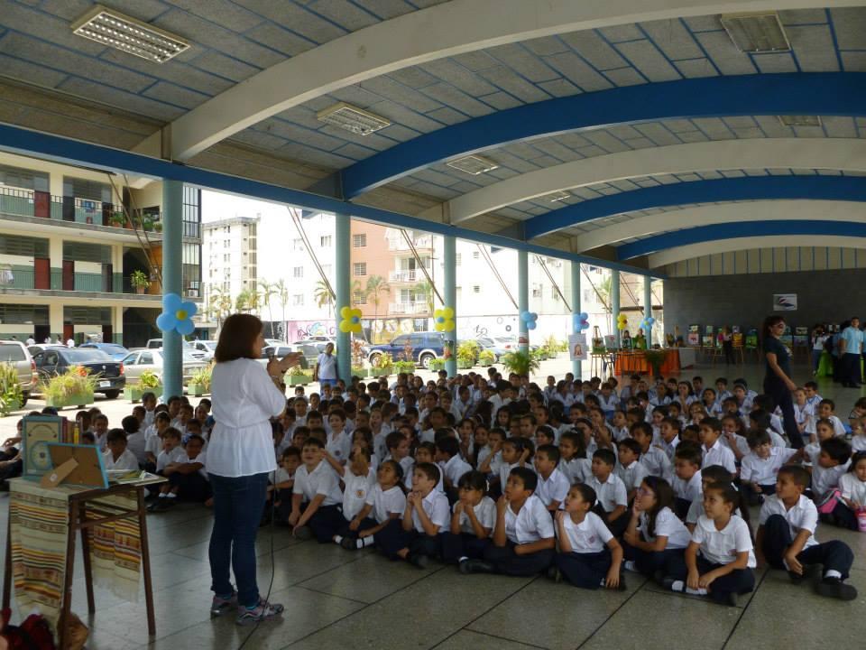 Con los niños del Colegio Calazán, Valencia.